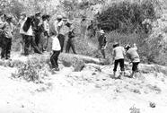 Năm học sinh chết thảm bên bờ suối