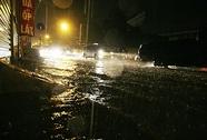 Hà Nội: Người đi đường bị điện giật chết lúc mưa to