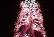 Sốt clip bắn pháo hoa mừng năm mới