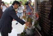 Đại sứ Nhật Bản thắp hương tưởng niệm nạn nhân cầu Cần Thơ