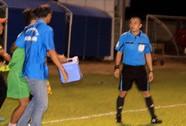 Trọng tài bị nhân viên sân Hùng Vương An Giang đuổi đánh