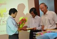 Các tác giả hân hoan nhận giải phóng sự, bút ký của Báo Người Lao Động