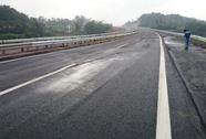 Đường cao tốc Nội Bài-Lào Cai bị nứt mặt