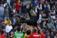 Cúp vô địch vẫn chưa được trao cho Atletico Madrid