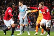 """""""Quỷ đỏ"""" nhận quà ở Old Trafford, Man City thắng dễ West Brom"""