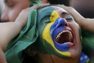 CĐV Brazil đã khóc như mưa ngay từ phút 11