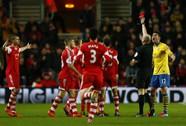 """Flamini bị thẻ đỏ, """"pháo thủ"""" chia điểm với Southampton"""