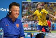 """HLV Van Gaal """"tố"""" FIFA thiên vị Brazil"""