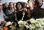 Thiếu nữ Ấn Độ bị cưỡng hiếp và thiêu sống