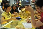 """Giá vàng """"trượt ngã"""" trước mốc 36 triệu đồng/lượng"""