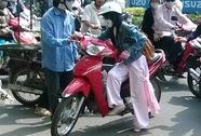 Nữ sinh viên liều giật lại xe máy với tên trộm