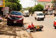 Mở cửa xe bất ngờ, làm một phụ nữ tử nạn