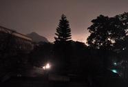 """Hiện tượng lạ: Ngày """"bỗng thành"""" đêm ở TP Hạ Long"""