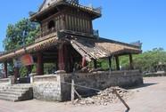 Di tích Phu Văn Lâu bị sập
