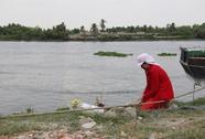 Lật thuyền trên sông Sài Gòn, bé 3 tuổi mất tích