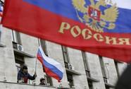 """""""Lính Nga"""" bắn chỉ thiên chặn lính Ukraine"""