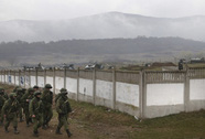 Quân Ukraine đổ về Crimea