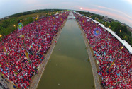 """""""Áo đỏ"""" đổ về Bangkok"""