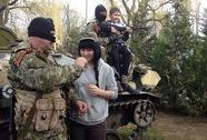 Hàng trăm lính Ukraine đầu hàng