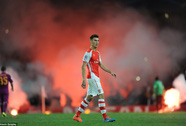 Khói lửa mù trời trận Arsenal thắng Galatasaray