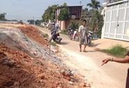 Buộc ngưng đổ đất lấn hẻm