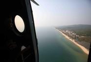 Trực thăng Mi-171 sà sát mặt biển 100 m tìm máy bay Malaysia