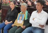 Vụ vợ bí thư xã đốt xác: Hoãn xét xử để điều tra lại