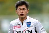 """""""Vua Kazu"""" ký hợp đồng chuyên nghiệp với Yokohama ở tuổi 47"""