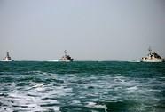 Tuần duyên Mỹ nổ súng cảnh cáo tàu cá Iran