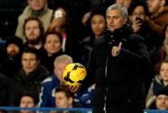 HLV Mourinho muốn đau tim sau cú lừa bóng của Cech
