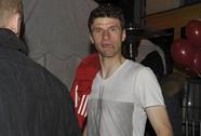 """Thầy trò Bayern Munich """"quậy"""" thâu đêm trong quán bar"""