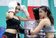 """""""Knock-out"""" với những nữ võ sĩ muay gợi cảm"""