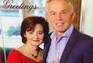 """Ông Tony Blair """"nghiến răng"""" chụp ảnh Giáng sinh"""