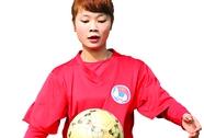 Con gái đá bóng