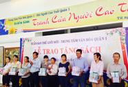 Tuần san Thế giới mới trao tặng 9.000 bản sách cho trung tâm văn hóa các quận, huyện