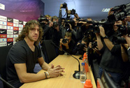 Carles Puyol tuyên bố rời Barcelona