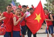 """Việt Nam mất HCV muay vì phe """"áo đỏ"""" biểu tình"""