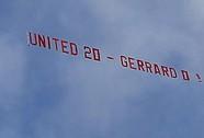 CĐV M.U thuê máy bay trêu chọc Gerrard