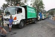Hàng trăm người dân chặn xe rác