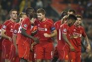 Arsenal trắng tay ở Dortmund, Liverpool thắng nhọc tân binh