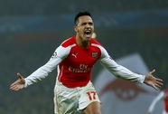 Arsenal giành vé đi tiếp, Liverpool mất điểm phút bù giờ