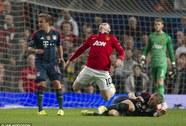 """HLV Guardiola nổi nóng với màn """"diễn kịch"""" của Rooney"""