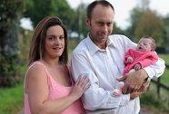 Dòng họ ăn mừng vì có con gái sau 100 năm sinh toàn con trai