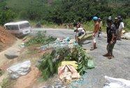Tài xế cho xe bám vách núi, hành khách thoát chết dưới vực thẳm