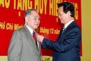Trao tặng nguyên Thủ tướng Phan Văn Khải Huy hiệu 55 năm tuổi Đảng