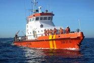 Cứu hộ tàu cá chết máy ngoài khơi
