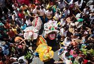 """Trung Quốc: Tự tử sau khi """"đốt tiền"""" vì... chảnh"""