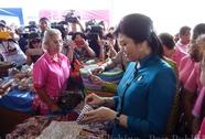 Thủ tướng Yingluck rời Bangkok