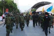 Bà Yingluck trình diện quân đội