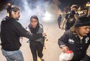 Mỹ: Biểu tình ôn hòa thành bạo lực
